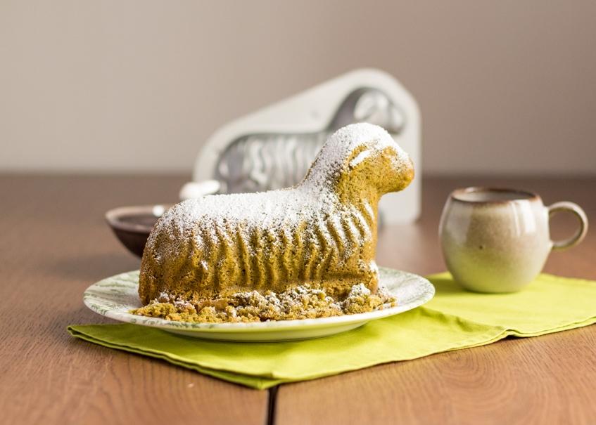 Matcha Osterlamm mit dem Hobbybäcker