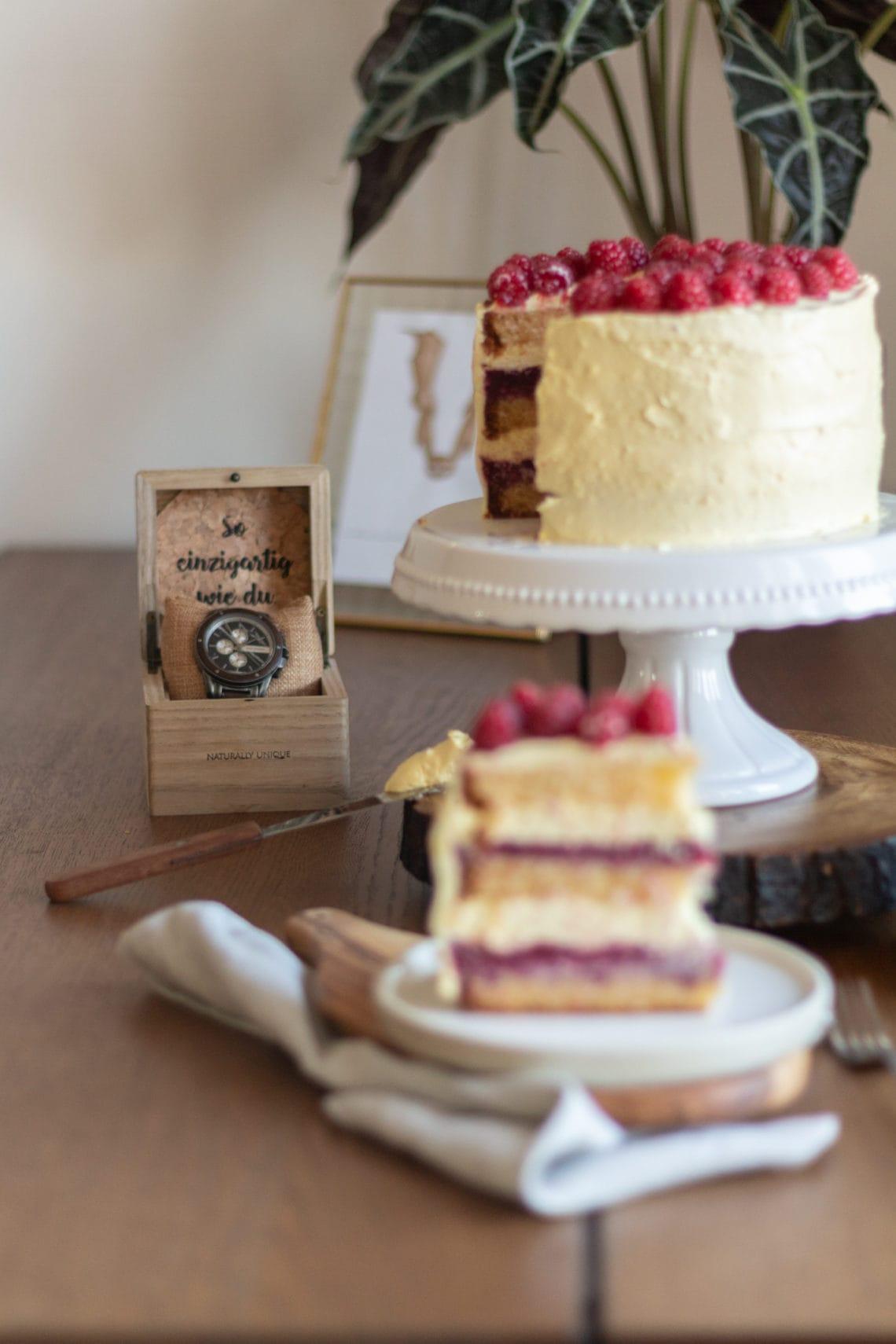 Himbeer-Vanille-Törtchen  Holzkern Uhr im Fokus
